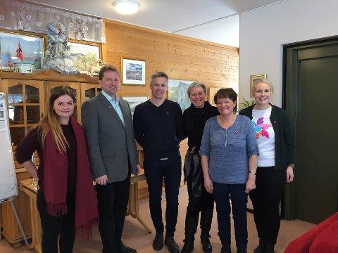 Åpnet: Treffpunkt Valdres åpnet lørdag. F.v. Silje Dieserud, Vidar Eltun, Kristian Damstuen, Hege Birketvedt Eklund, Anne Karin Gunnarsdatter og Ingrid Tveter.