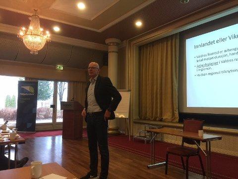 Rådmann Martin Sæbu ser både fordeler og ulemper ved å gå inn i Innlandet.