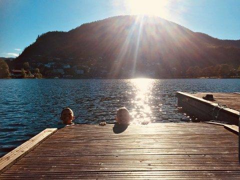 Ingen grunn til å gå opp av vannet ennå. Foto:Geir Helge Skattebo