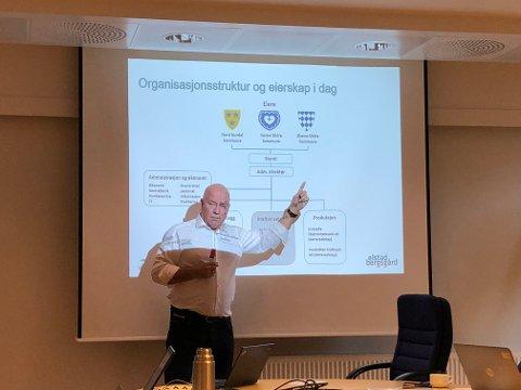 Konsulent Nils-Ivar Slåttsveen var i Øystre Slidre formannskap, saman med dagleg leiar Bjørg Brestad, for å fortelje om Valdres Energi.