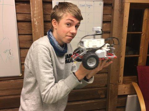 Mikael Allergoth, dyktig ungdom på programmering, forskning og idéutvikling. Han ønsker flere ungdommer med seg i First Lego League prosjektet i år.