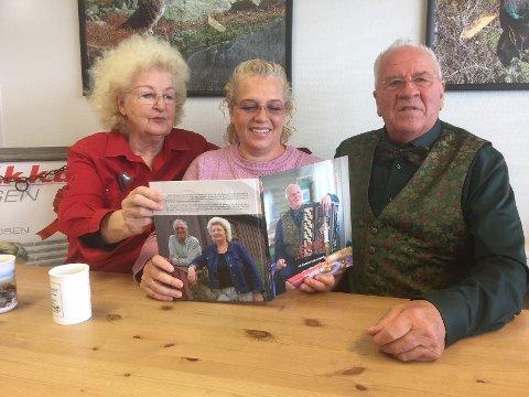 Familien: Lillian og Erik Grønolen med datteren Kristin mellom seg.