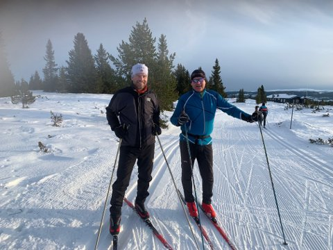 Tidligere rådmann Omar Dajani og avtroppende rådmann Øivind Langseth var rørende enige om sentrale spørsmål da de møttes i skiløypa i dag.