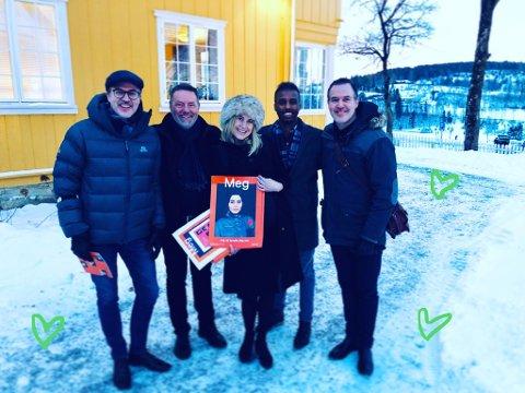 Under regjeringsforhandlingane: Ole og Knut Aastad Bråten møtte saman med folk frå Randsfjordmuseet opp på Granavaololen midt under regjeringsforhandlingane.