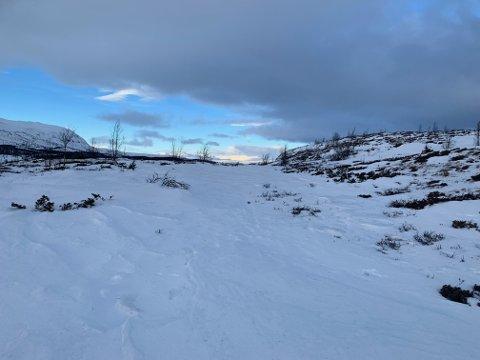 Lite snø i fjellet ved Nøsen søndag. Nå kommer det mer, men fjellfolk tror det blåser vekk igjen på toppene.