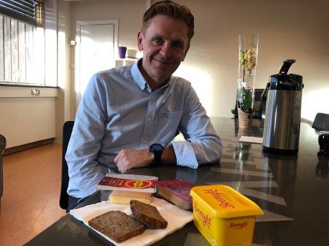 Varaordfører Håvard Halvorsen håper at politikerne klarer å skaffe penger til gratis skolemat fra neste høst.