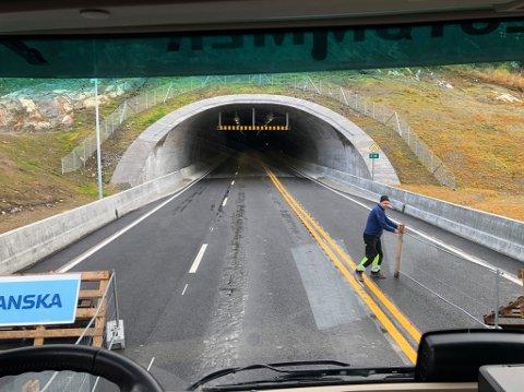 VELKOMMEN: På vei gjennom tunnelen.