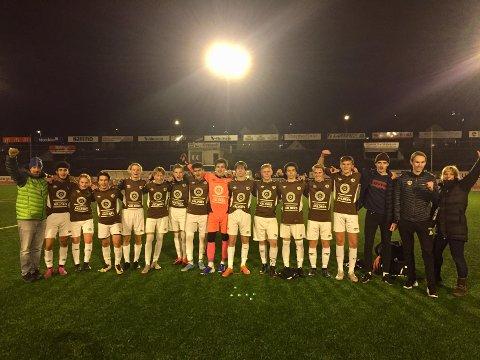 Sterk prestasjon: Disse guttene er blant de aller beste G16-lagene i Indre Østland Fotballkrets. Onsdag avsluttet de sesongen med seier over Gjøvik Lyn borte.