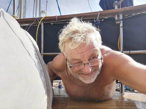 Nær slutten: Øivind Sanden er glad for at han fikk festet et grep før hele kroppen hans var ute av båten i uværet.