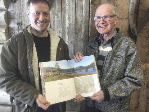 For alle: Forfatterne Frode Rolandsgard og Gunnar Hauge håper denne boka vil bli til glede for alle som har et forhold til støler i kommunen.