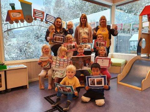 Smart barnehage: Ungene i Fredheim barnehage har fått god kjennskap til SmartOppvekst dert siste året. (Bak prosjektleder Karin Trøen t.h.)