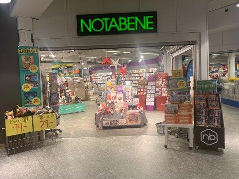 Definitivt: Butikksjef Tonje Hålien og markedssjef Bente Kristin Anti på Amfi Valdres har jobbet intenst de siste dagene.