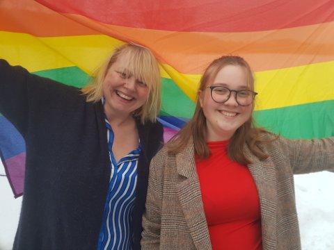FOLKEFEST: Leder Ragnhild Lund og styremedlem Emilie Ødegaard Sæthre i det nykonstituerte Valdres Pride.