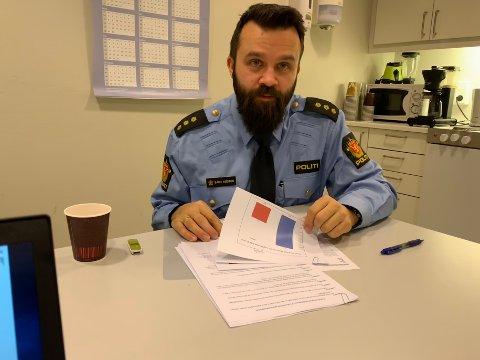 Bård Høston, kriminalitetsforebyggende kontakt hos politiet, sier det er sært oppløftende at antallet elever som forteller at de har drukket alkohol synker.