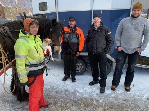 Svein Thon , Toril Sebu, Odd Arne Rudi og Håvar Aabol sto for det praktiske denne dagen, sammen med hesten Lotus.