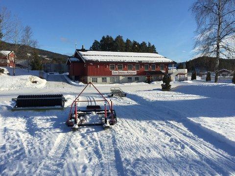 Start: Leira Camping og Hyttesenter ved Lars Tore Berg kjører opp skiløypa til Strandefjorden Skiløyper.