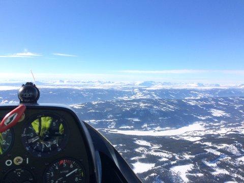 Leter: Det ble brukt småfly i søket etter to engelske settere i Øystre Slidre i dag.