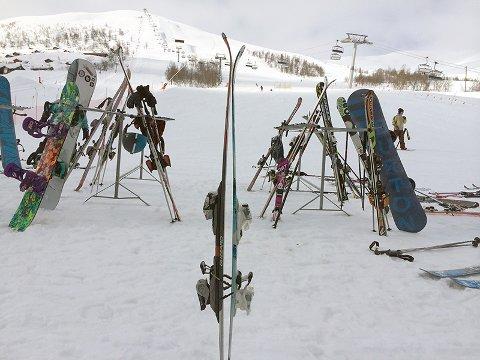 Sett sammen dine og en annens ski i umake par. Enkelt, men effektivt mot tyveri.