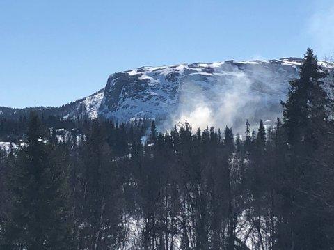 Røyken kunne lett tolkes som en brann på avstand. Foto:Privat