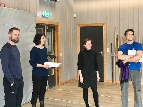 Aurdal: Helseminister Bent Høie (f.v.) besøkte Frikar-Smia fredag og er her i samtale med  Lene Dieserud, Anne-Birthe Nord og Hallgrim Hansegård.