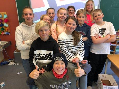 Spente: Jørgen (foran), Malvin, Vilde, Live, Marte, Ulrikke, Markus, Kasper, Randi, Wilde og Maria, har meldt seg frivillig til å holde tale på museet på Fagernes 17. mai.
