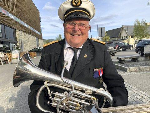 SPELLEMANN: Fredag spiller Svein Johansen på sin syttifemte 17. mai. I år spiller han sammen med Valdres Junior Brass Band, som blir å finne på VLMS og på Valdres Folkemuseum.