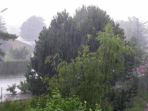 REGN: Det har regnet greit til august å være i Fagernes.
