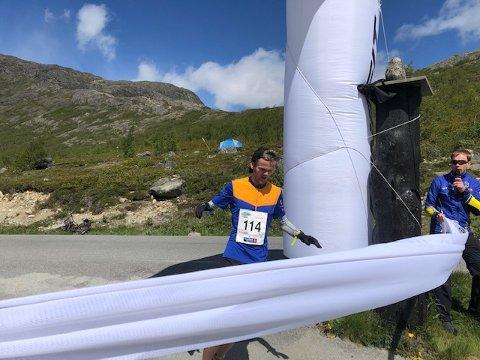 I mål: Det var ganske så sterk vind da løperne tok spranget de 14 kilometrene over Besseggen lørdag. Vinnertida var på sterke 1.21.02 ved  Kristoffer Haugen, som løper for Monkehåjen GT.