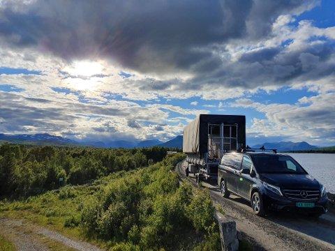 Mellom dalførene: Hallingdal Lyd på vei mot solefallskonserten på Jaslangen med lydutstyr.