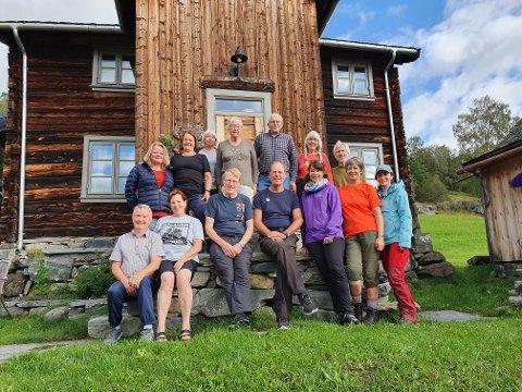 På trappa på Sørre Hemsing med vertskapet.