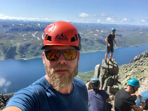 FJELLFØRER: Ståle Rudiløkken er til daglig ansatt i Forsvaret, men driver med fjellføring som bigeskjeft. Sammen med Ingunn Langødegård driver han selskapet Jotunheimen Mountaineering.