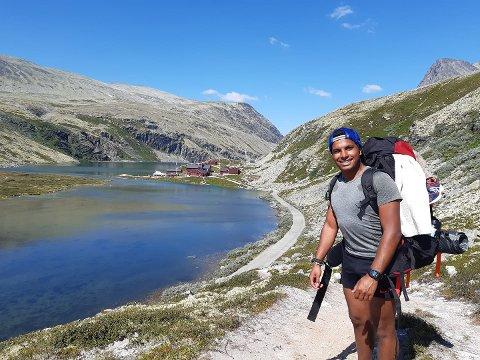 RONDVASSBU: Sebastian gikk i 5,5 timer for å komme seg til Rondvassbu. – Der var det fint. Jeg sykla derifra til Otta. Det var godt å komme frem etter en varm tur.