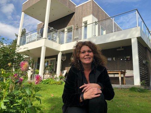 Ubetinget kjærlighet: Engler betyr kjærlighet og trygghet for Kari Mette Rognås, som har fylt sitt nye moderne hus i Aurdal med englekraft.