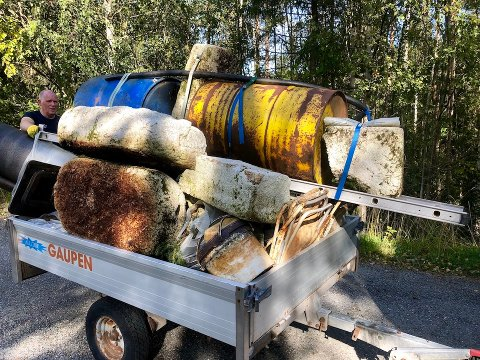 Røn: I Ferisfjorden ryddet både Røn Båteierforening og ansatte i Valdres Natur- og Kulturpark. Det ble ryddet i to økter.