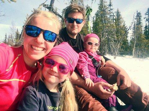 Det gode liv: Lene Helland Sikveland vende tilbake til heimkommunen for å leva det gode liv på bygda saman med ektemannen Rein Arve og Barna Eivår og Ragnhild. No er ho leier i prosjektgruppa for auka bulyst.
