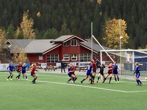 Hektisk: Lillehammer ledet kampen mot Valdres/Fagernes J19 helt til fire minutter på overtid. Da ble det et straffemål og kampen endte 3–3.
