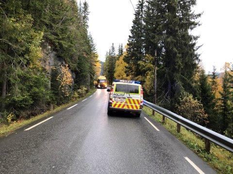 FIKK PROBLEMER: En traktor fikk tekniske problemer på Lovegen i morgentimene.
