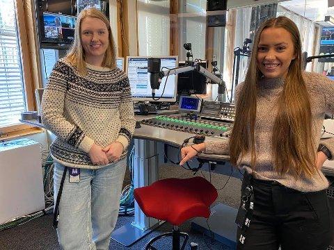 Fra Vestre Slidre: Marte Iren Noreng Trøen (t.v.) og Stine Bækkelien, begge fra Vestre Slidre jobber nå i NRK Innlandet og sørger for    valdresdialekta  i distriktsradioen.