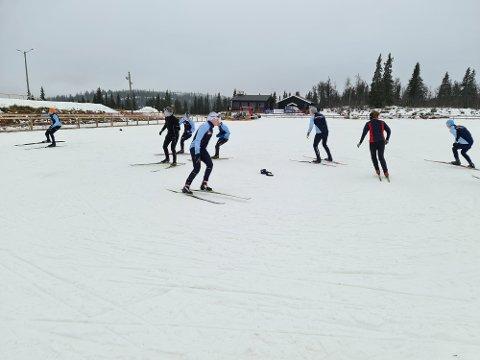 Ut på ski igjen: Høybråten og Stovner IL fra Oslo var først på snø på Beitostølen denne sesongen. «Haien kommer» er aldri feil som balanseøvelse på ski.