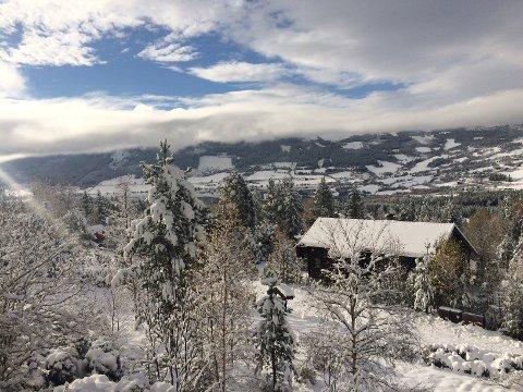 Mot Volbu: Fin vinterstemning i Moane 21. oktober, etter 25 centimeter nysnø dagen før.