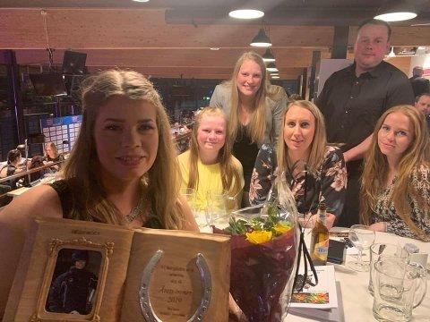 Galla: Det ble en stor overraskelse for Heidi Moen (fremst t.v.) og teamet hennes da Innlandet holdt travgalla på Biri sist lørdag.