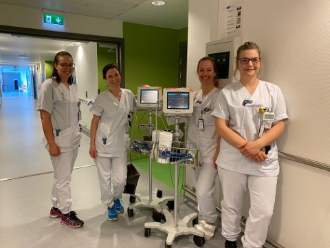 Spesialsykepleiere og sykepleiere: Disse fire har i kveld ansvaret for å at hånd om pasienter som er innlagt på Intermediæravdelingen med kommunale akutt døgnplasser og alle henvendelser, og pasienter som kommer til legevakten, i nært og godt samarbeid med to leger. Fra venstre: Kari-Anne Kvål, Camilla Melbye, Signe Lill Nærheim og Siw Skoglund.