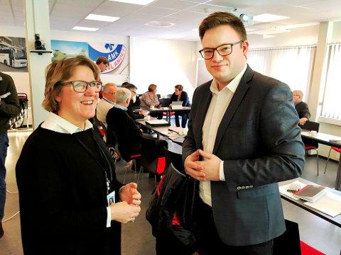 GIR IKKE OPP: Fylkesordfører og leder av den politiske referansegruppen, Even Aleksander Hagen gir ikke opp Mjøssykehuset ved Mjøsbrua. Her sammen med administrerende direktør Alice Beathe Andersgaard.