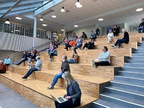 Planlegging: Mandag var NAUS-lærerne i samtaler med kommuneoverlege Jahr om åpning av skolen.