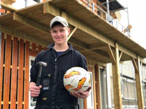 Fekk pris: Geir-Kjetil Haugene (17) fekk tildelt idrettsprisen i Øystre Slidre måndag. Tysdag var han på byggjeplassen og svinga hamaren, for GK kan meir enn berre å spele fotball.