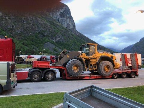 VART STOPPA: Denne spesialtransporten fekk ikkje køyra vidare etter ein kontroll på Håbakken.