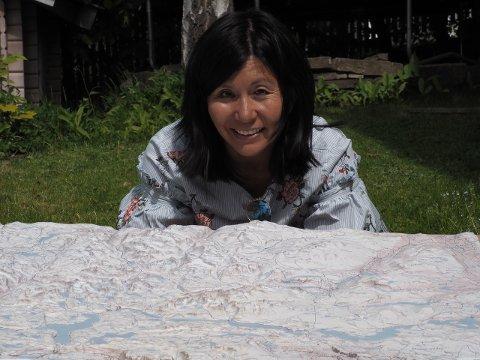 KARTGRÜNDER: Janicke Fürst lager dekorative kart i relieff som viser reelle nivforskjeller i landskapet.
