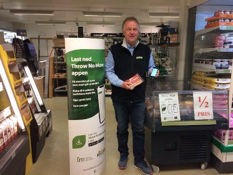 Butikksjef Harald Lasskogen ved Joker Vaset forteller det er ålreit å få bli med å teste ut den nye appen.