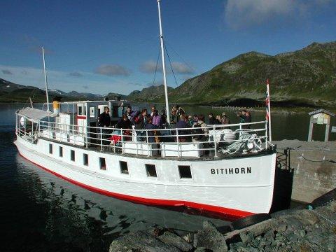 Veteran: M/B Bitihorn ved brygga på Bygdin. Båten har gått i rute på fjellsjøen hver sommer siden i 1912.