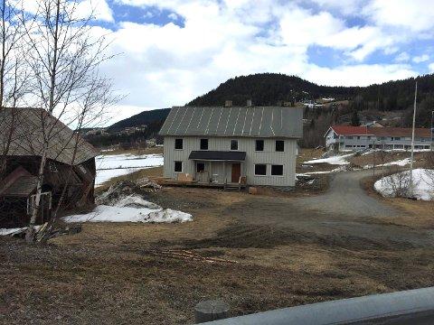 Søre Moen: Både våningshuset og låven på Sørre Moen vart riven og køyrd bort før Øystre Slidre kommune tok over tomta og bygde helsetunet der.